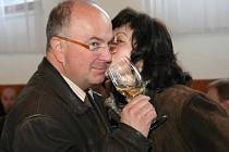 Milovníci vína z celé republiky zaplnili první dubnovou sobotu Kulturní dům v Pavlově. Všechny přilákala jubilejní třicátá výstava vín, kterou uspořádal tamní spolek vinařů Vinitores Palaviensis.