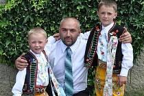 Vinař Svatopluk Herůfek ze Zaječí se svými syny.