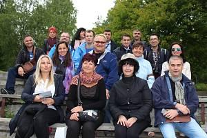 Učitelka Jarmila Čeperová (v přední řadě druhá zleva) navštívila o prázdninách Finsko, kde se seznámila s tamním školstvím.