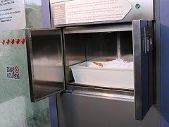 Osmašedesátý babybox v České republice otevřeli v Břeclavi. Uvedení do provozu se zúčastnil i zakladatel speciálních schránek pro novorozeňata Ludvík Hess.
