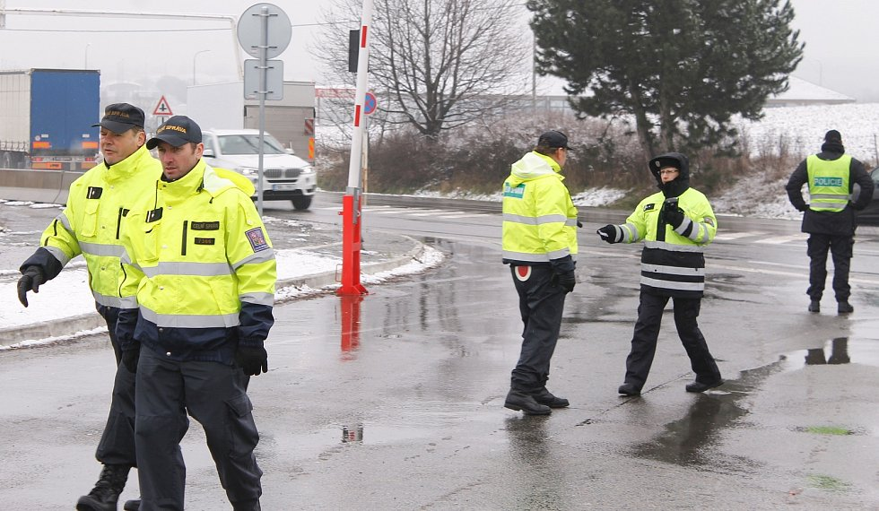 Cvičení Vlna se uskutečnilo v úterý na hraničním přechodu u Mikulova. Mělo za úkol prověřit situaci, kdyby došlo k zavedení kontrol na státní hranici s Rakouskem.