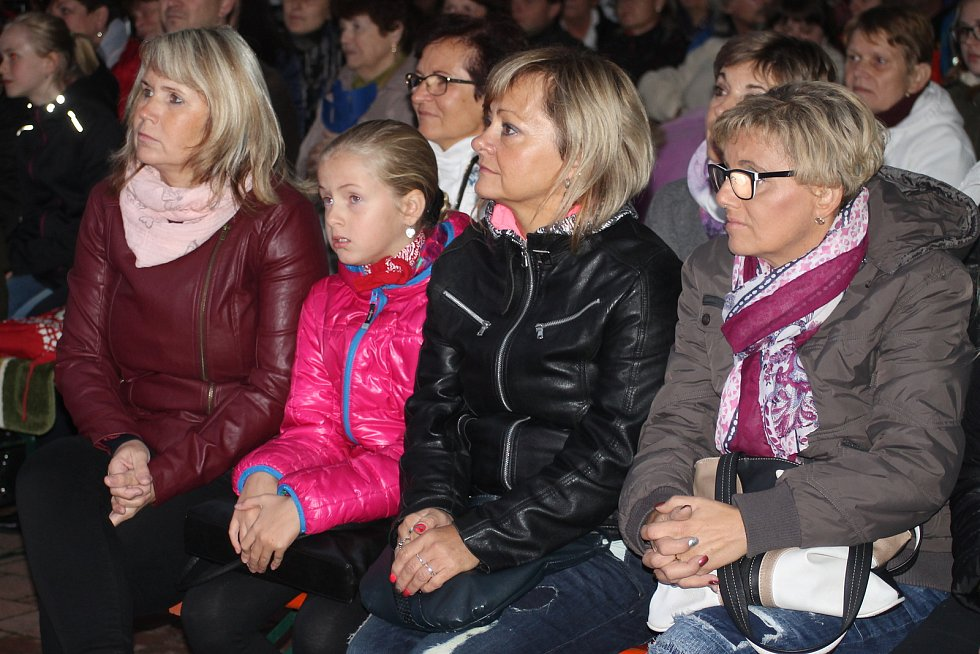 Benefiční koncert Křídla motýlí v Dolních Dunajovicích.