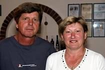 Osmačtyřicetiletý Petr Holec vinaří společně s manželkou, s níž se mimo jiné zúčastnil soutěže Král vín.