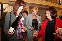 Na prvním mezinárodním sympoziu mohly dámy v Mikulově ochutnat i vína jihomoravských vinařů.