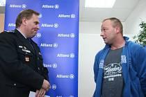 Jaroslav Jankovič (vpravo) si za svůj hrdinský čin vysloužil veřejné poděkování.