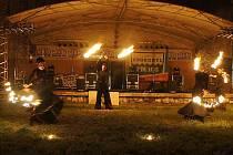 """""""Tanečníci s ohněm"""" skupina Pa-li-tchi v Mikulově."""