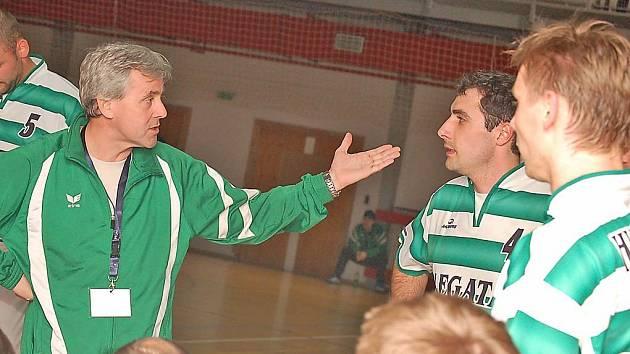 Hustopečského trenéra Zdeňka Missbacha stále trápí početná marodka v jeho mužstvu.