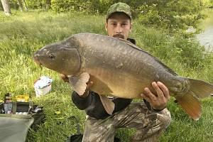 Rybář Miroslav Kodar z Bulhar ulovil v Dyji kapra, který měřil 98 centimetrů a vážil 11 kilogramů.