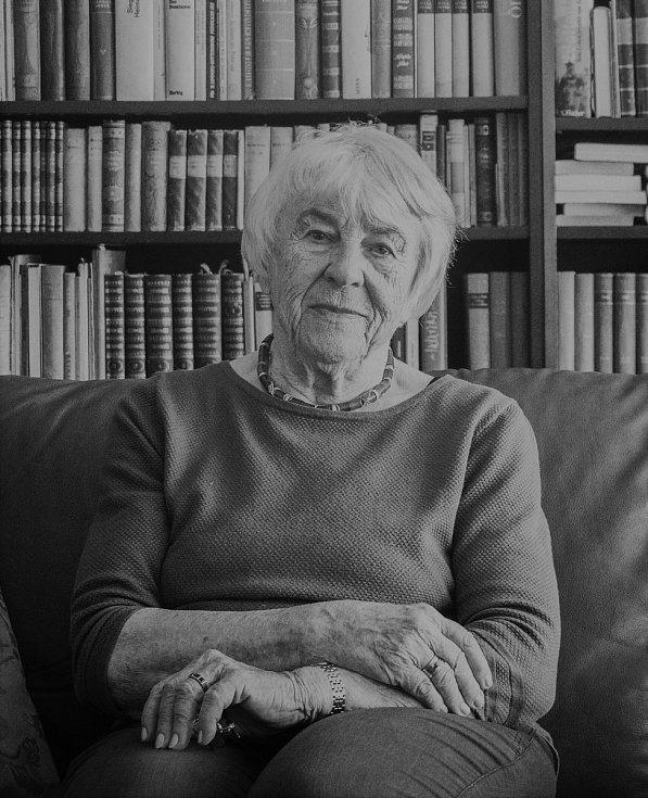 Přebal knihy Poslední rok 1938 spisovatelky Ilse Tielsch.