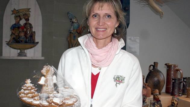 Cukrářka Regina Schneiderová z Valtic peče perníky podle přání zákazníků.