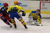 První zápas v novém roce břeclavští hokejisté zvládli jen výsledkově. Karvinou porazili po matném výkonu 4:2.