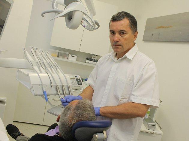 Lékař Ivan Krupa stál u zrodu břeclavské kliniky Maxi DENTAL.