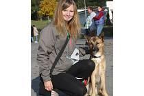 Veronika Baťková z Kostic a její pes Cupcake, který vyhrál mikulovskou Voříškiádu.