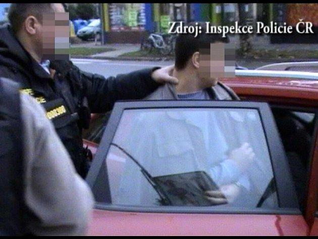 Policista z Břeclavi je podezřelý, že chránil drogového dealera a informoval podsvětí o činnosti policie.
