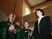 Rytíři vína se v sobotu v břeclavské synagoze stali rychlobruslařka Martina Sáblíková a její trenér Petr Novák.