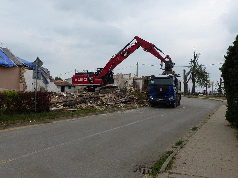 Demolice v Moravské Nové Vsi.