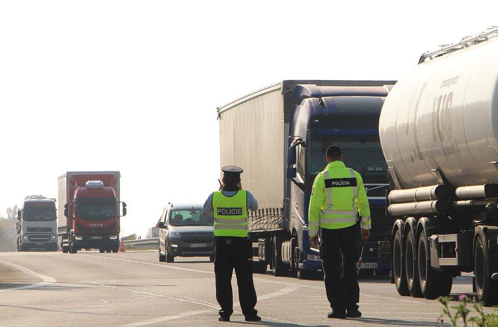 Policisté kontrolovali u Lanžhota na Břeclavsku kamiony. Ve vlaku mířícím do Berlína zadrželi čtyři nelegální migranty.