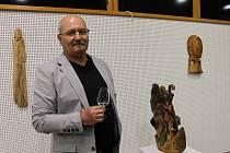Umělecký řezbář Josef Fröhlich má novou výstavu Letokruhy v městském muzeu a galerii pod vodárnou. Na snímku Loď bláznů.