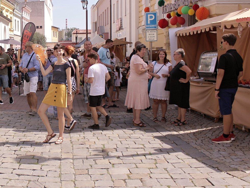 Okolí břeclavské synagogy naplnily tradiční Rajské slavnosti.