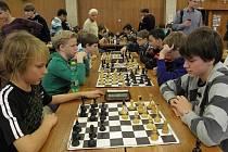 Takovou šachovou bitvu břeclavský sál Domu školství naplněný 115 adepty královské hry ještě nezažil.