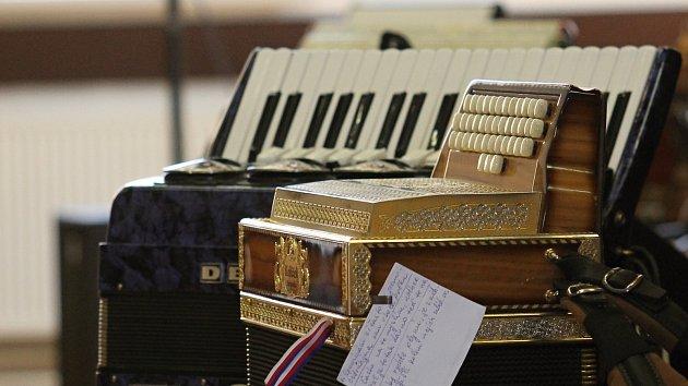 OBRAZEM: Premiérové setkání harmonikářů. Lidé si zazpívali lidovky