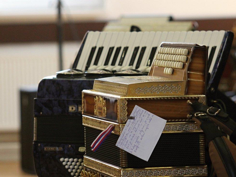 První ročník přehlídky harmonikářů mají za sebou ve Starovičkách.