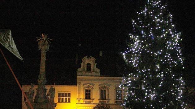 Města na Břeclavsku rozsvítí vánoční stromy. S punči ae34350ec3
