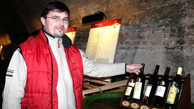 Hlavní sommelier Národního vinařského centra Marek Babisz.
