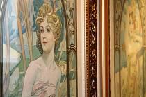 Až do začátku září se mohou lidé přijet podívat na Muchova díla do břeclavské synagogy.