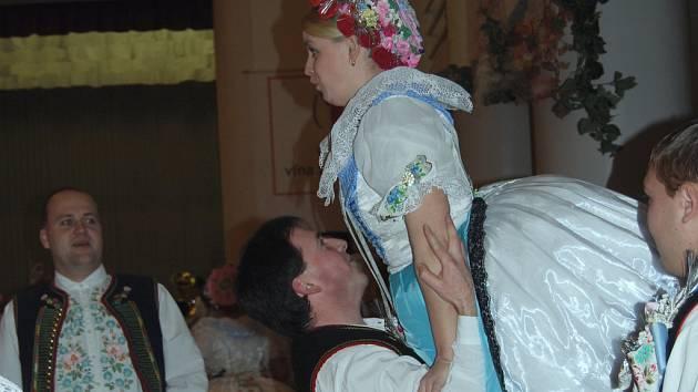 Krojovaný ples ve Velkých Pavlovicích