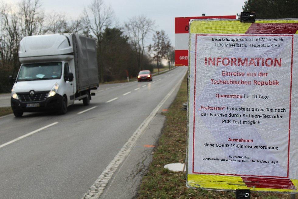 Sobotní poledne na státní hranici mezi Českem a Rakouskem 9. ledna 2021 u Břeclavi.
