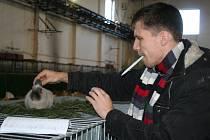 Halu bývalé tržnice v Břeclavi zaplnilo od pátku do neděle na 2200 králíků, papoušků, holubů, slepic, kačen a husí. Přijeli se s nimi pochlubit chovatelé nejen z celé jižní Moravy, ale i řady dalších míst včetně Slovenska. Na krajskou výstavu.