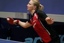 Stolní tenistky MSK Břeclav (v červeném) se potýkají v semifinále play-off extraligy s Frýdlantem nad Ostravicí.