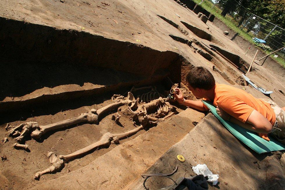 Archeologové objevili v roce 2008 na Pohansku jen pár desítek metrů od základny, kde dříve stál seník či malá stodola, zděnou stavbu. Již tehdy vše nasvědčovalo tomu, že se jedná o velkomoravský kostelík.