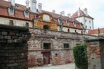 Opěrná zámecká zeď ve Valticích.