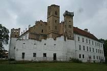Město Břeclav hodlá opravit zámeckou věž a vytvořit vyhlídku pro turisty. Zámek tím zatraktivní investorům.
