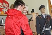 Muzeum železné opony, které už šestou sezonu láká návštěvníky přímo v prostorách bývalé strážnice na hraničním přechodu Valtice – Schrattenberg, se v sobotu oteřelo lidem zadarmo. Při dnu otevřených dveří. Využily toho desítky zájemců.
