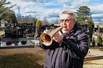 Lidoví muzikanti hrají omezeně na pohřbech i za covidu. Pavel Svoboda z Hustopečí to bere jako důstojné rozloučení se zemřelými.