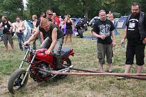 Motorkářský víkend v Kosticích nabídl pestrou podívanou.