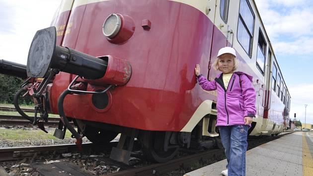 Na koleje mezi Vranovicemi a Pohořelicemi vyjel v sobotu historický motorák. Projet se po trati, která se již čtyři roky nevyužívá, měli příležitost nejen lidé z Vranovic a Pohořelic, ale také z Přibic a Velké Dvora.