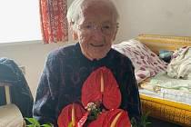Božena Urbanová z Milovic oslavila 13. října neuvěřitelných 103 let. Foto: se svolením Veroniky Blanářové