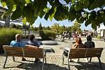 Víno, burčák, cimbálová muzika i divadlo bavily návštěvníky Lázeňského vinobraní v Lednici.