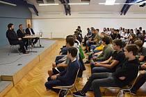 Deváťáci diskutovali s vedením Břeclavi na akci s názvem Starosti a radosti pana starosty.