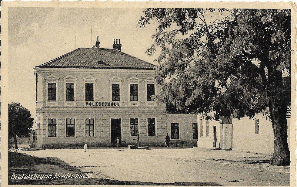 Škola v roce 1945.