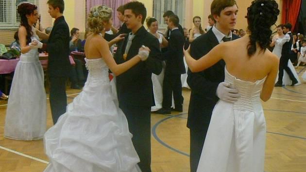 Ve Velkých Němčicích mají padesát nových tanečníků.