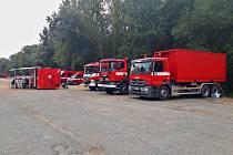 V Bořím lese hasili požár. Ze země i ze vzduchu. Nejednalo se však o ostrý zásah, ale o velké cvičení.