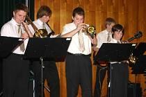 Ve Flash Bandu hraje sedm chlapců a čtyři dívky. Dohormady jim to pěkně ladí.