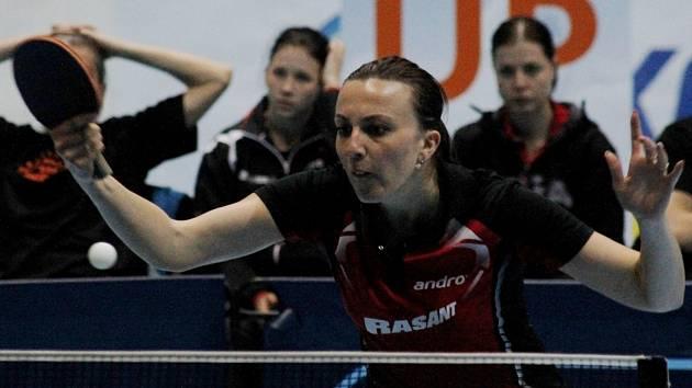Břeclavské stolní tenistky byly nucené najít na finále proti Hodonínu místo malé herny azyl na zimním stadionu.