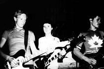 Kapela Atlantic hrála převzaté rockové hity i vlastní skladby.