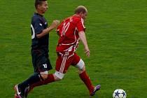 Velkopavlovičtí fotbalisté (v červenobílém) doma neudrželi vedení s Rakvicemi.